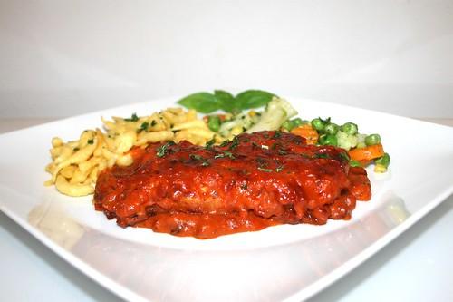 54 - Tomato cream escalope with butter vegetables & spaetzle - Side view / Tomtenrahmschnitzel mit Buttergemüse & Spätzle - Seitenansicht