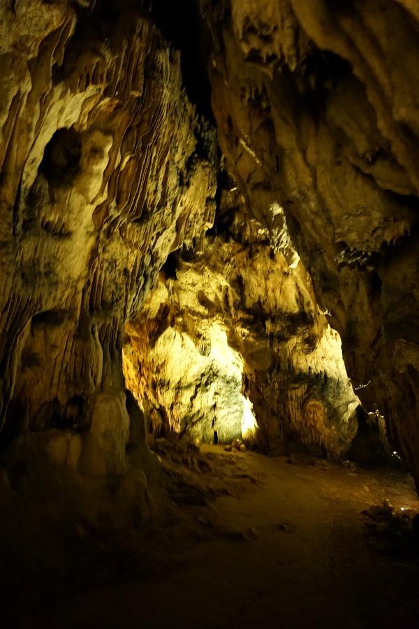 Dimly lit Barac Cave interior