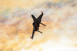 Su-35 attack the sun :)