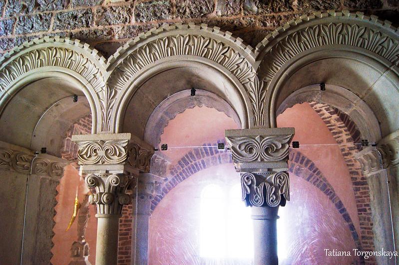 Окно в северной стене