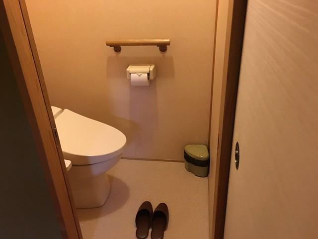 廁所和洗手台是分開的