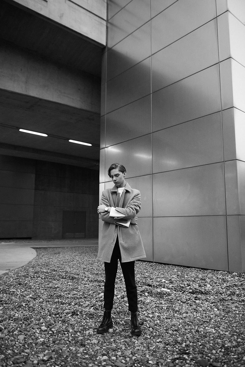 MikkoPuttonen_AndreasIngeman_OsloWatch_Diesel_FW16_coat_JWAndreson_H&MStudio_ADIEUParis_outfit_London_Fashionblogger_menswear10_bw_web
