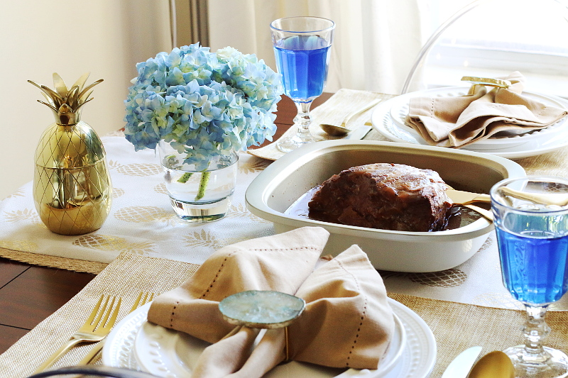 blue-gold-holiday-tablescape-roast-pineapple-11