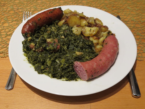 Grünkohl mit Kohlwurst, Pinkel und Bratkartoffeln