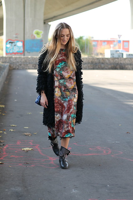 colorful-dress-and-studded-boots-whole-outfit-walking-wiebkembg