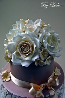 Ivory roses with hydrangea | by Leslea Matsis Cakes