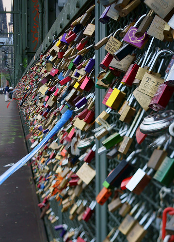 liebes schl sser love locks hohenzollernbr cke cologne flickr. Black Bedroom Furniture Sets. Home Design Ideas