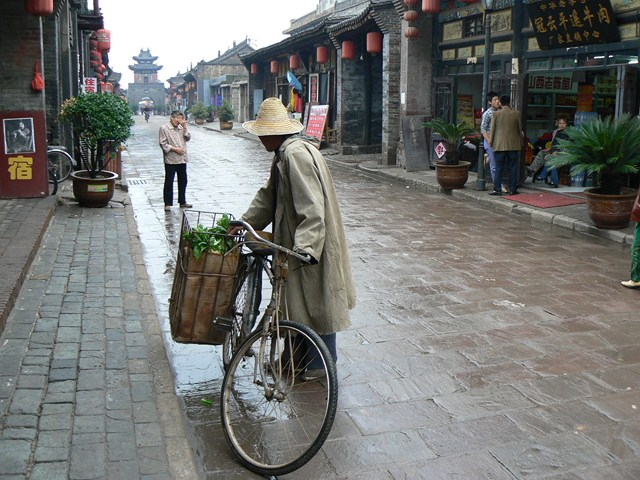 Mobile grocery (Pingyao, China 2006)