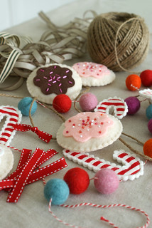 a cookie garland in progress | by nanaCompany