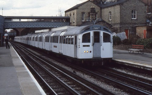London Transport . 1959 Tube Stock . 1040 . Finchley Central Station . 21st-March-1979 .