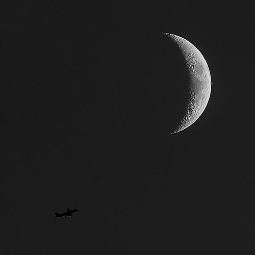 Flying to the Moon... | by louieliuva
