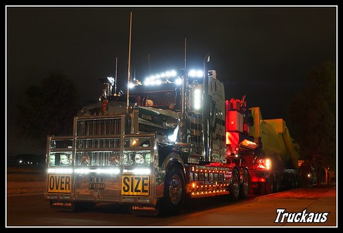 Membrey's wicked T904 Kenworth all lit up | by Truckaus
