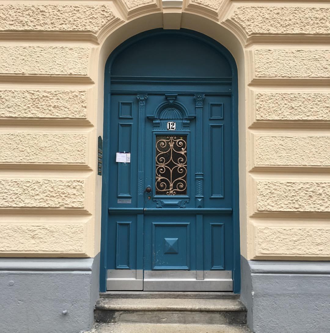Никогда не могу пройти мимо красивой двери. У меня столько есть фотографий всевозможных дверей!