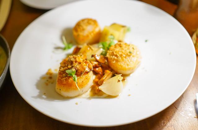 ROASTED DIVER SCALLOPS Grilled Leeks, Chanterelle Mushrooms, Egg Vinaigrette