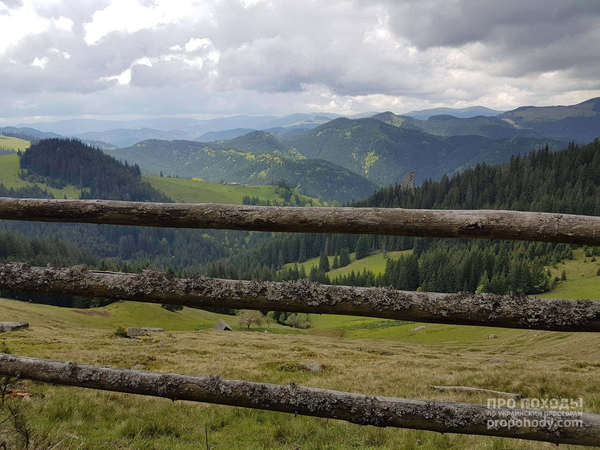 Гринявські гори. Паркан і краєвид
