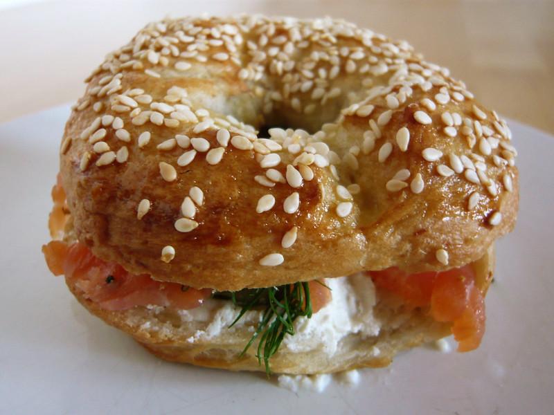 Un bagel au samon et au fromage frais : Classique et savoureux. Photo de Jessica Spengler @ Flickr