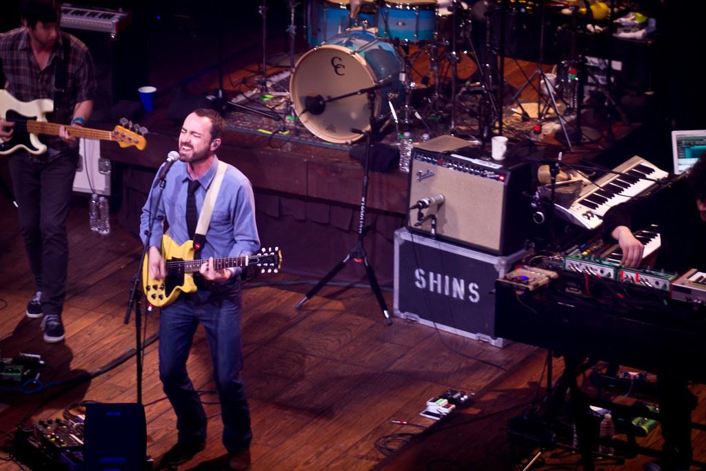 Foto kapely The Shins na pódiu