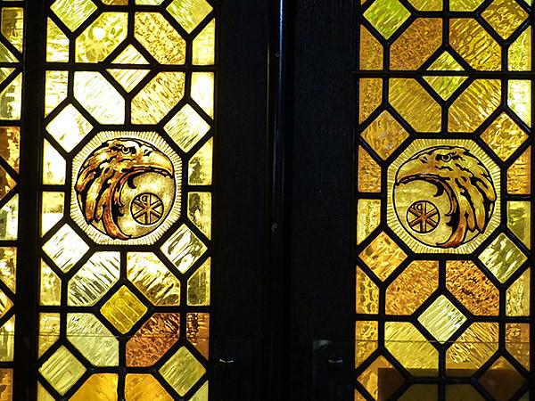 vitraux jaunes