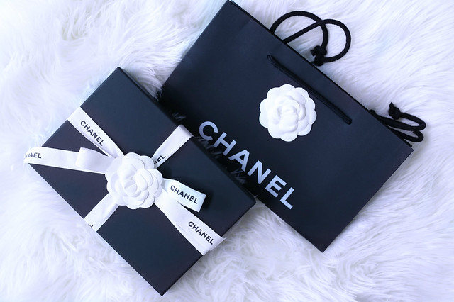 af0dc3a3efe0e1 Sydney's Fashion Diary: Unboxing :: Chanel Caviar Chevron WOC In Red