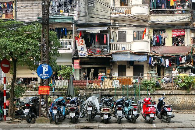 Old buildings but full of lives, Hanoi, Vietnam ハノイ、生活感にあふれた古い建物