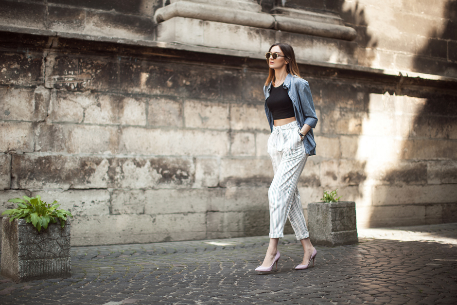 white-striped-pants-crop-top-outfit-STREET-STYLE