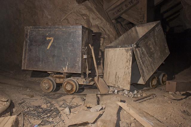 UEC-100 Mine