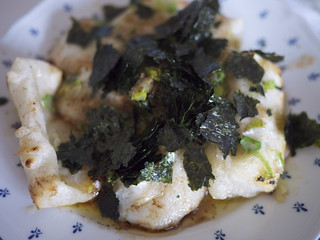 Mochi with brown butter, green onions and nori | by maki