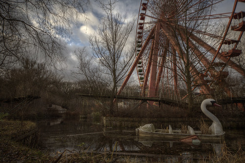 abandoned amusement park  ::  ( explore ) | by andre govia.