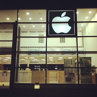 apple store | by na5wadotcom