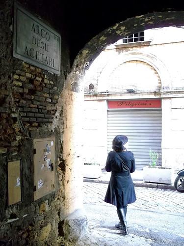 Pasando el Arco degli Acetari | Saliendo a la Via del ...