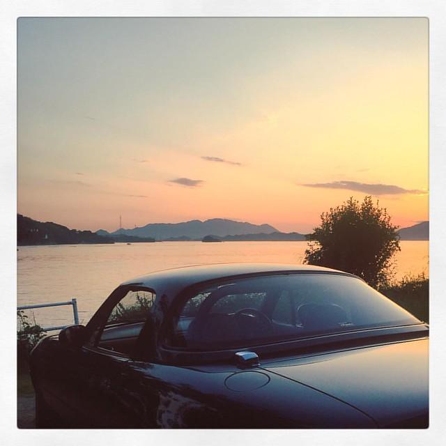 「夕暮れのロードスター」 息子が車検に出すのに置いてったので乗って見た。 #ユーノスロードスター #ロードスター #マツダ #mazda #roadster