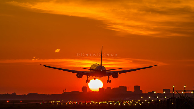 Boeing 767-400 approaching Schiphol.