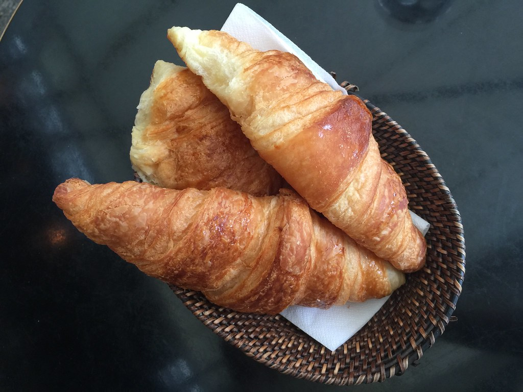 croissants paris cafe