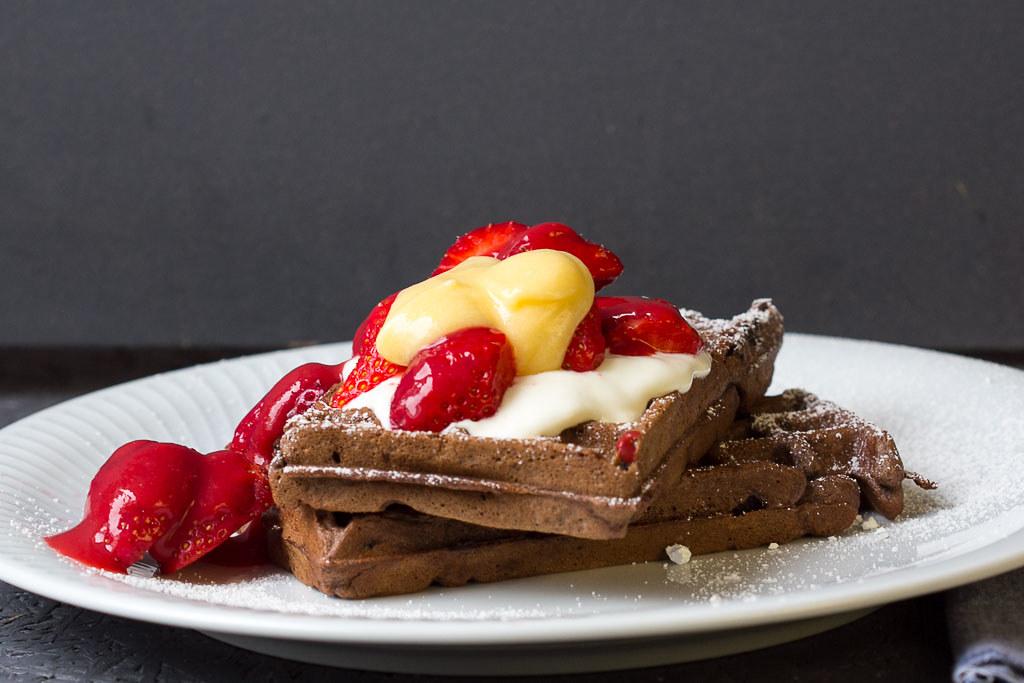 Schokoladenwaffeln mit Erdbeeren