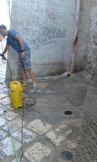 All'opera per ripulire il cuore del paese azzurro (1)