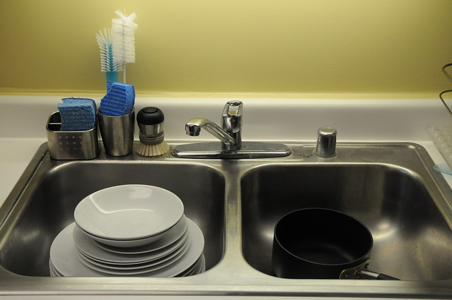 Sink with clean dishes