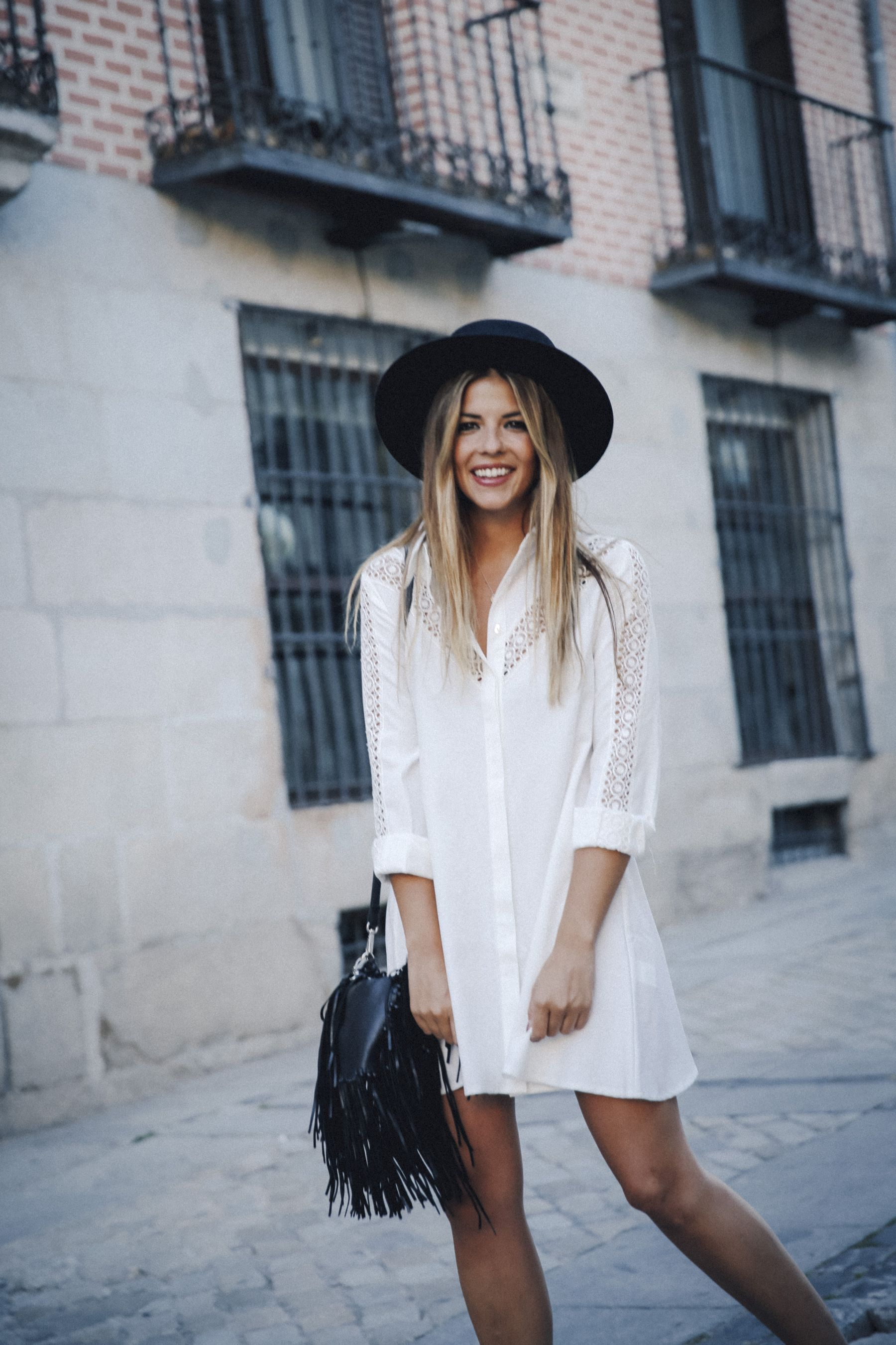 outfit look primavera spring street style trendy taste inspiration dress vestido casual sombrero hat brixton botines ankle boots susanna chloe bolso bag flecos fringes cuero leather asos blanco crochet lace_15