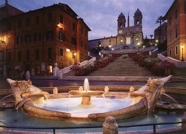 Fontana della Barcaccia, Piazza di Spagna