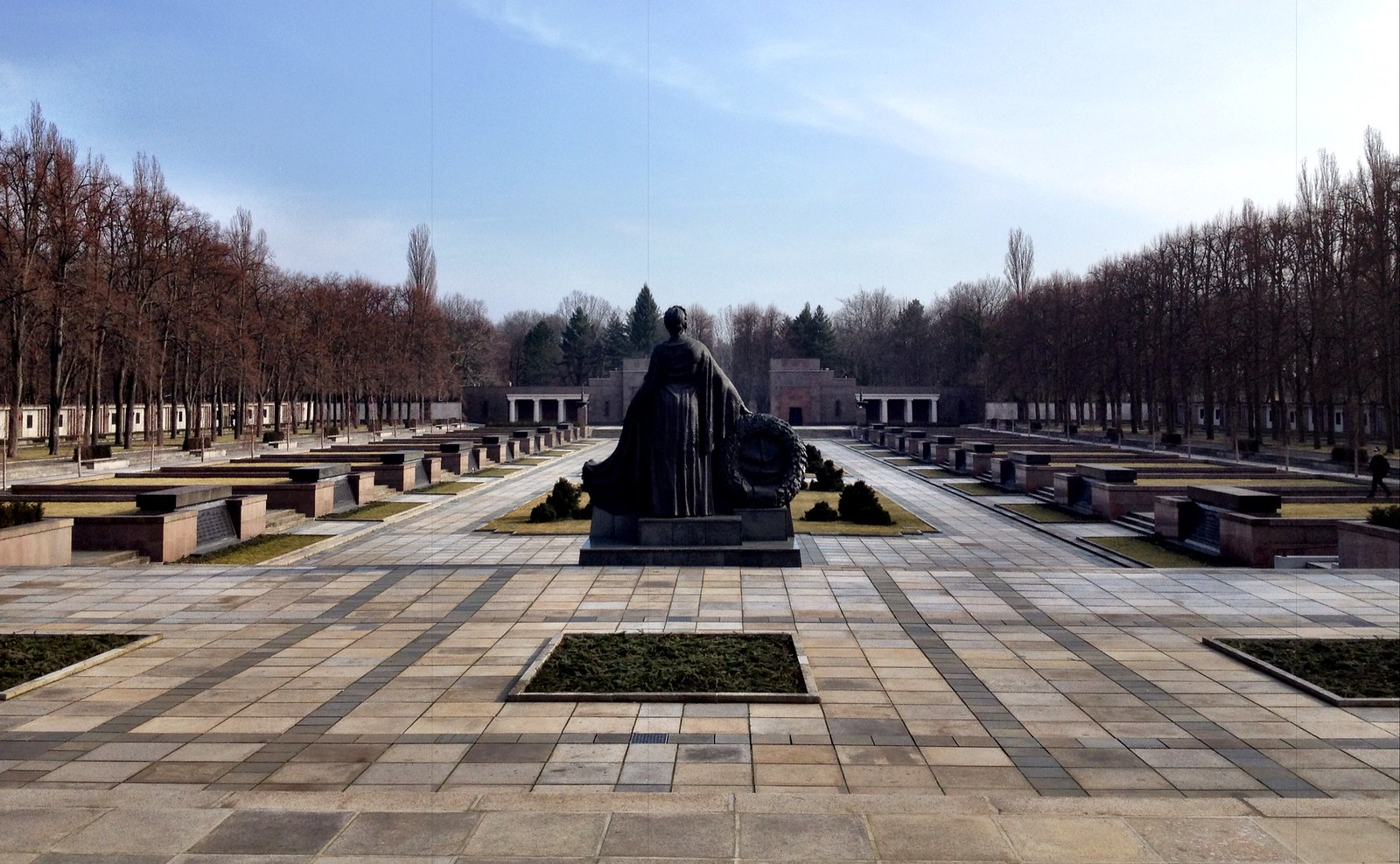 While most people will be familiar with the Soviet War Memorial at Treptow and Tiergarten, hardly any tourists find themselves visiting the Soviet War Memorial in the Schönholzer Heide. This is such a pitty because the memorial is beautiful.