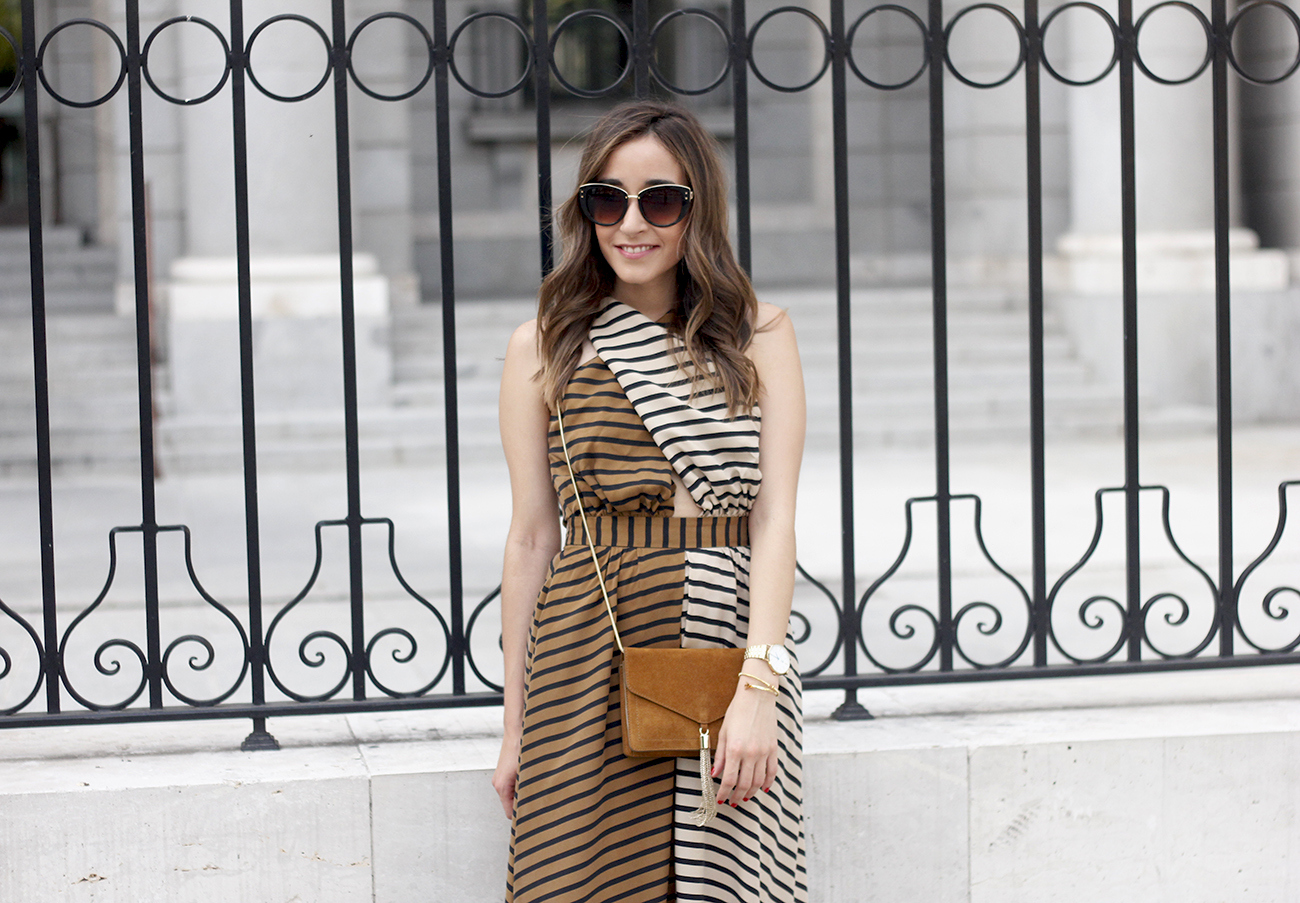 Maxi Striped Dress summer outfit sunnies uterqüe black sandals style fashion15