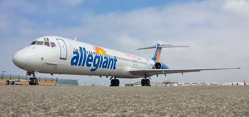 N425NV | Allegiant Air | McDonnell Douglas MD-83 | LAX