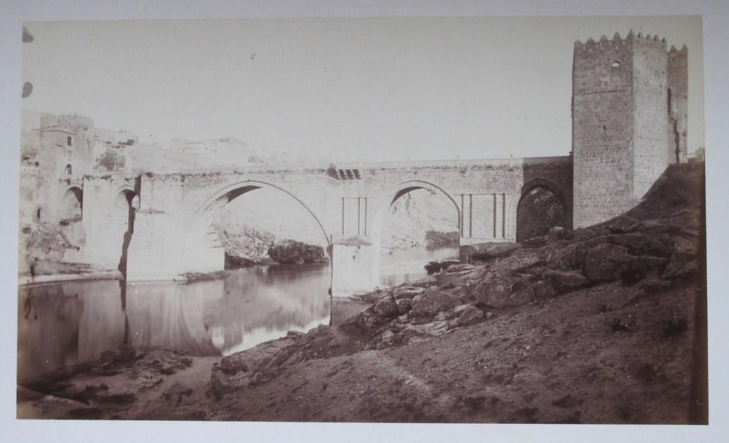 Puente de San Martín en Toledo hacia 1880. Fotografía de Léon Lemuet.