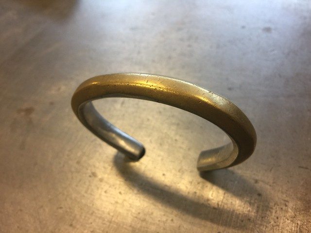 REW10 BANGLE BRASSxSTAINLESS