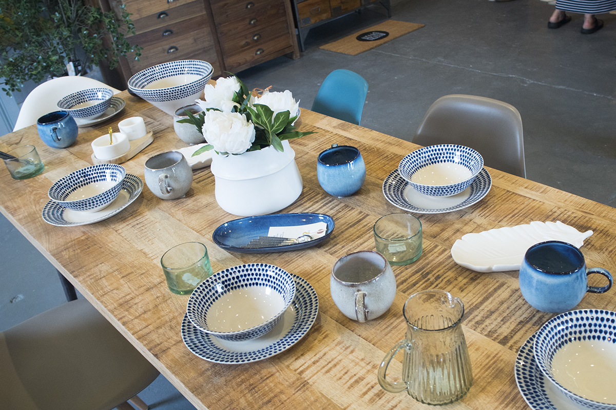 blue-white-table-decor