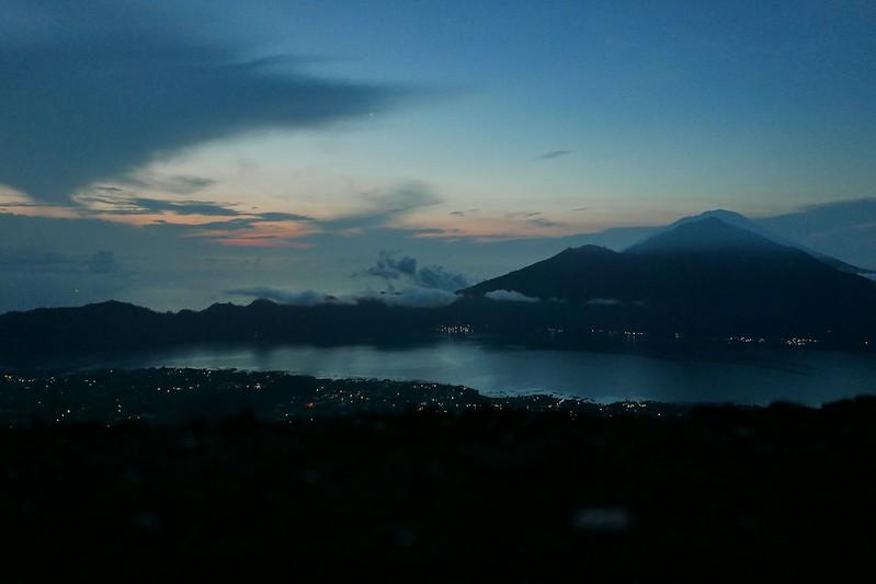 Sonnenaufgang vom Vulkan Batur. Ja, dafür stehen wir nicht nur früh auf, sondern klettern den steilen Berg mitten in der Nacht 2 Stunden hoch.