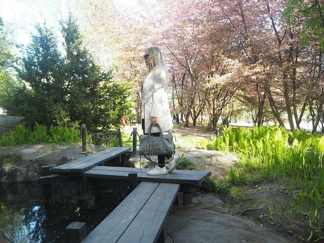 candygirlcherrytreepark2P5125020,candygirloutfitP5124935,candygirlcherryparkP5124886candygirlcherrytreeparkP5124953,candygirloutfitP5124939, candy girl, pink, light pink, vaaleanpunainen, takki, pink coat, japanese style garden, japanilaistyylinen puutarha, roihuvuori, helsinki, suomi, finland, asukuvat, outfit pictures, muoti, fashion, cherry trees, kirsikankukkapuut, kirsikkapuut, kukat, flowers, blossom, pastellin värinen, pastel color, cherry park, kirsikka puisto, kiriskankukka puut, pink jacket, may, toukokuu, spring, kevät,  vaaleat pitkät hiukset, blond long hair, celine sunglasses, celine preppy, celine sunnies, mustat, black, outfitpost, details, accessories, gray bag, harmaa laukku, balenciaga, nike shoes, celine sunglasses, long blond hair, vaaleat hiukset,