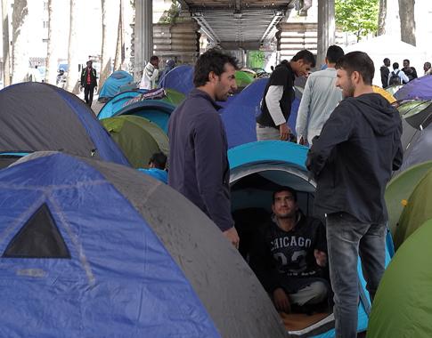 16f15 Refugiados Pidiendo asilo refugio_0043 variante 1 Uti 485