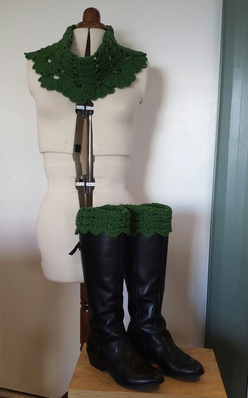 Wintergreen Cowl and Belmont Boot Toppers
