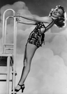 Priscilla Lane en traje de baño - Pin Up - 1935  Antonio ...