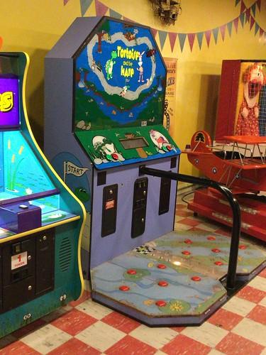アーケードコーナーにあったゲーム機 どうやって遊ぶんだろう